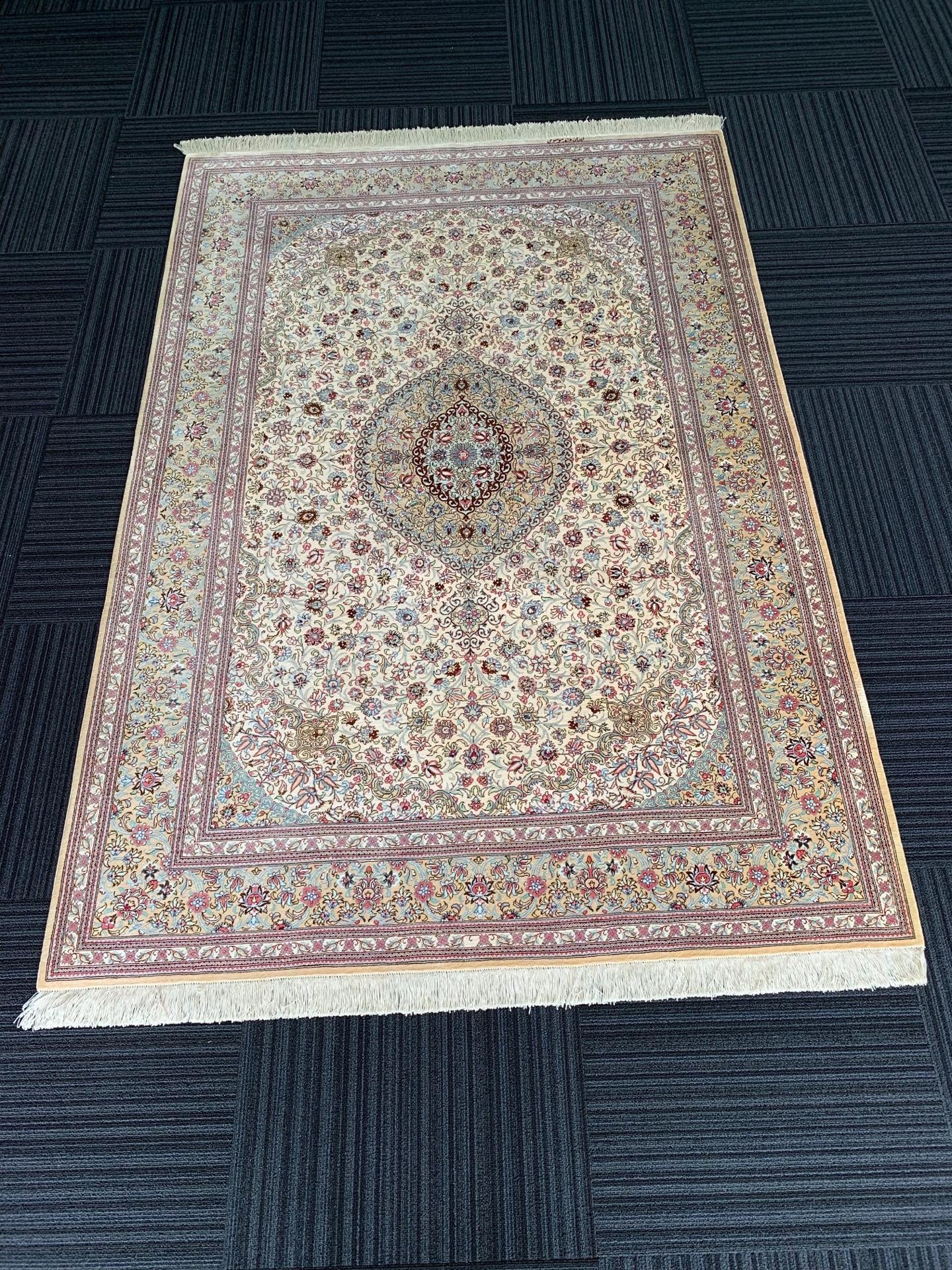 QM11034 クム 手織り ペルシャ絨毯 135×199