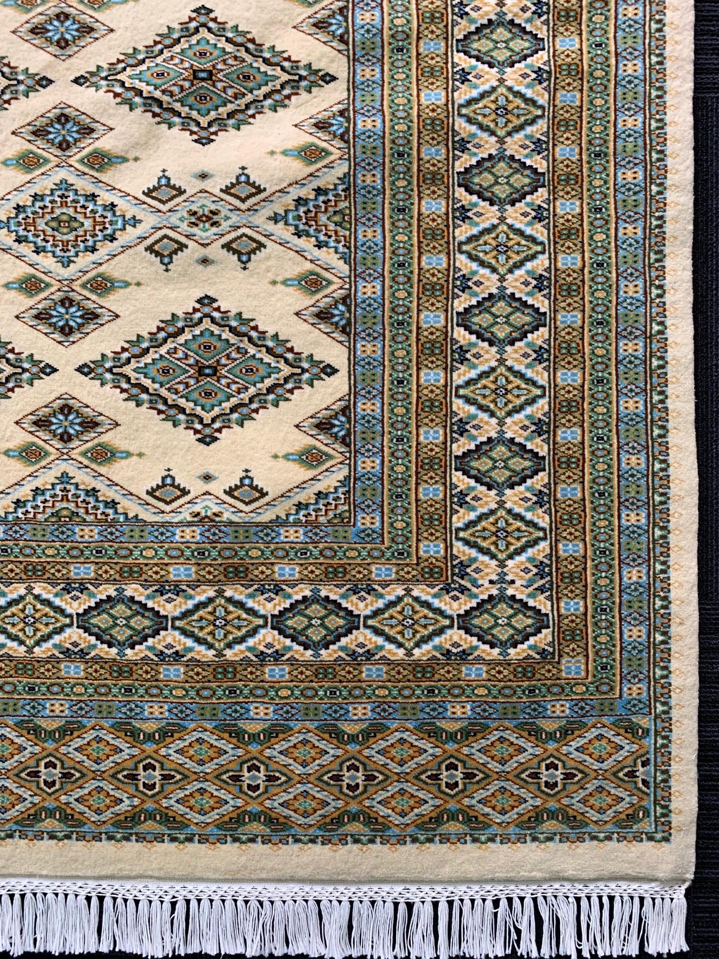 JA7596 パキスタン 手織り 209×249 CREAM