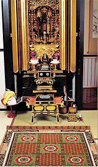 古代より伝わる高貴な蓮花模様や蓮池文様を配した御佛前専用の高級手織り緞通の一例